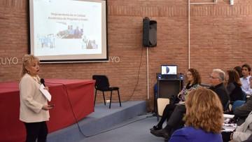 La Decana de la FO, presentó avances del PDI: Proyecto de Desarrollo Institucional