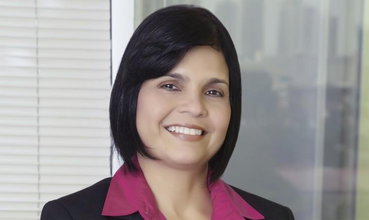 La experta internacional Ana Lorena Gómez Guardia, visitó la FO para disertar sobre ortodoncia con sistema Myobrace