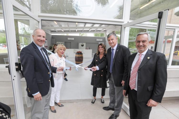 La Facultad de Odontología, inauguró nuevos espacios y renovó sus servicios de atención a la comunidad