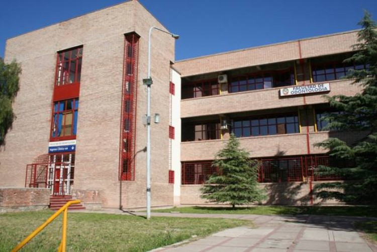 Facultad en proceso de acreditación CONEAU