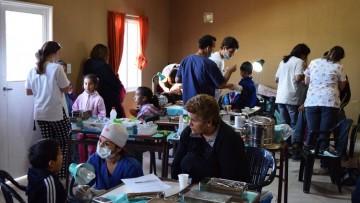 Los Álamos - Maipú: Estudiantes y vecinos promoviendo la Salud Bucal.