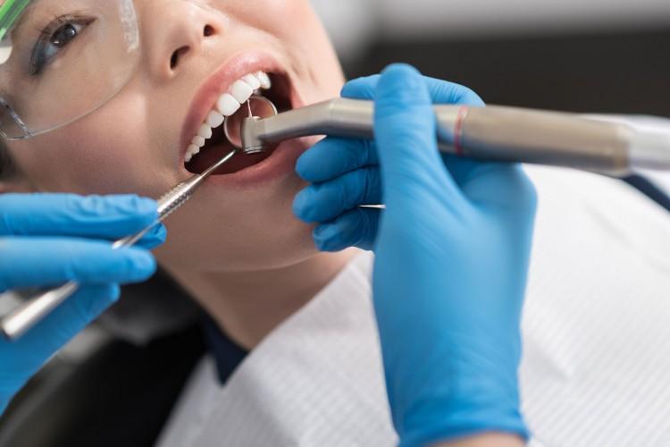 Presentación y defensa oral de Trabajos finales: Especialización en Odontología Restauradora