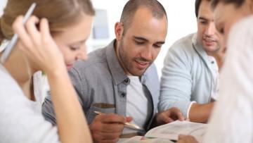 Convocatorias para auxiliares, estudiantes y docentes