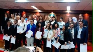 Nuevos Odontólogos y Técnicos Universitarios, recibieron sus diplomas en el Primer Juramento del año